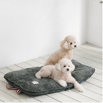 Woolly TOMS PICNIC CUSHION チャコール